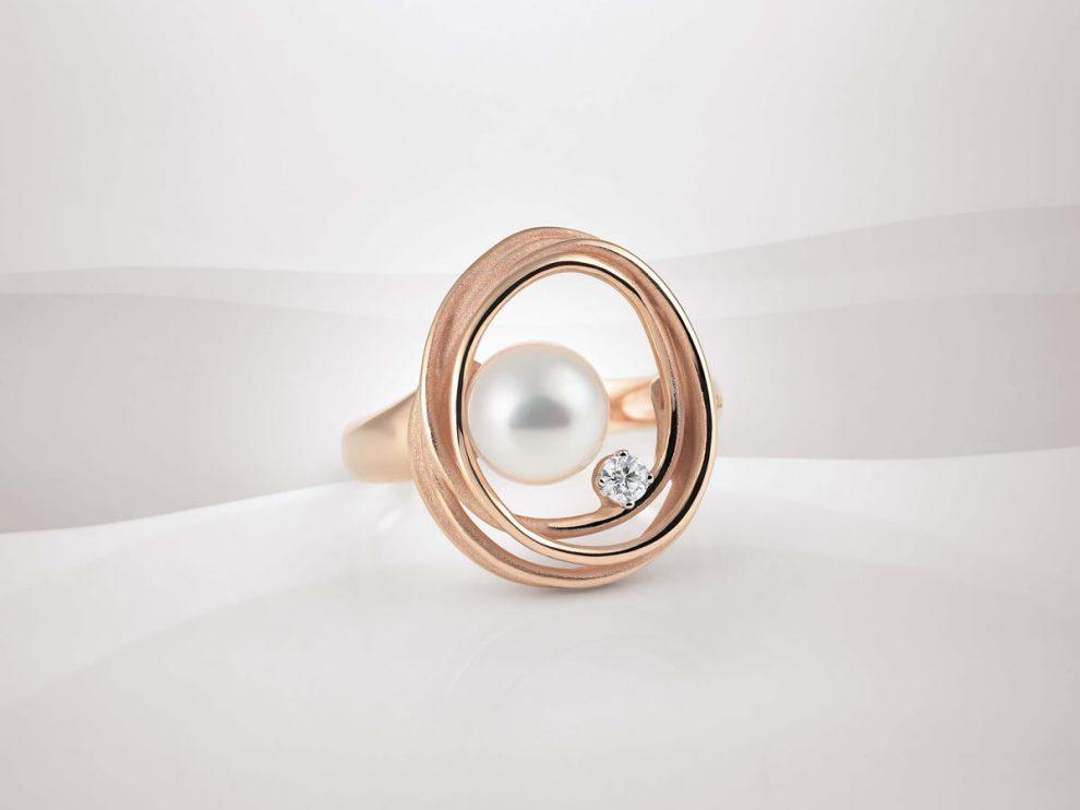 Annamaria Cammilli 以鑽石和珍珠華麗呈現月光的純潔和流動