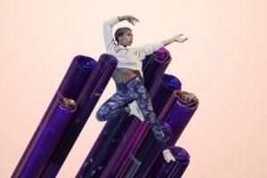 Nike Metallic Sheen 全新包邊收腰面料 塑造修身美感
