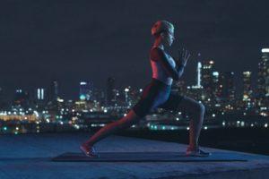 Nike Pro HyperCool 女子長袖訓練上衣全新包邊收腰面料 塑造修身美感